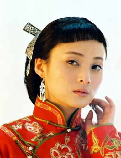 Qiao's wife (as played by the Chinese acrtress Jiang Qinqin).
